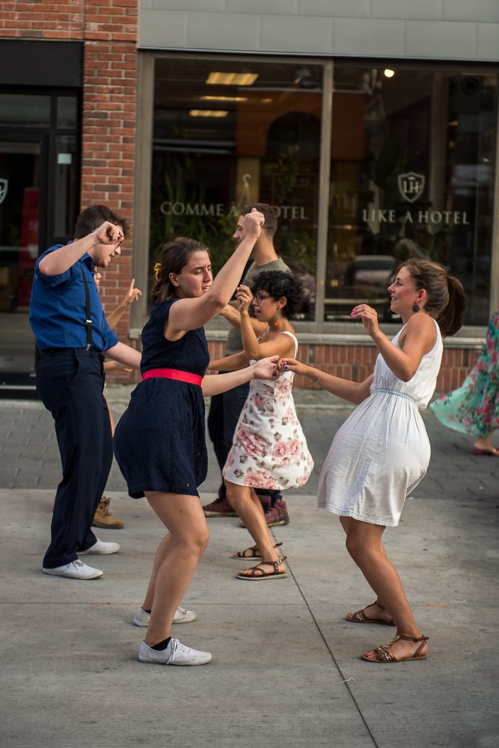 Initiation à la danse Swing dans les rues de Montréal